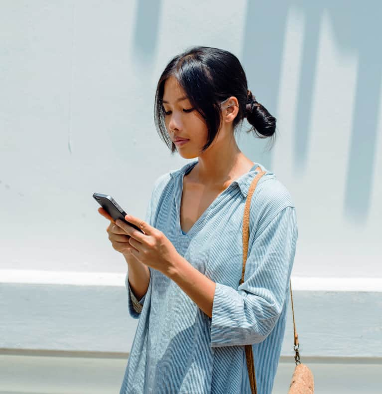 How To Set Healthy Boundaries Around Your Smartphone, According To A Therapist