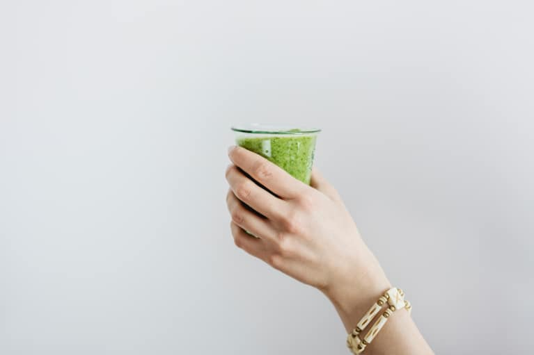 "Drink This Doctor-Approved Morning ""Kale-Ade"" To Calm Your Annoying Allergies"