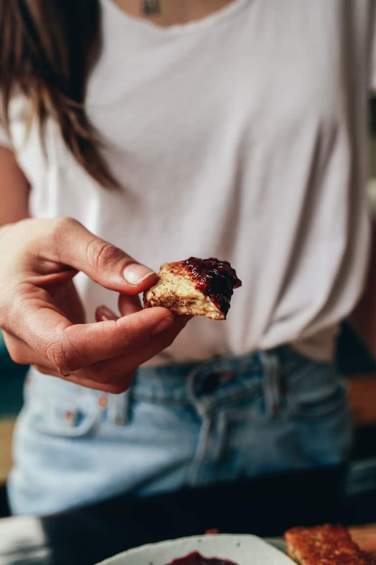 7 Common Mistakes That Lead To Food Cravings + How To Fix Them