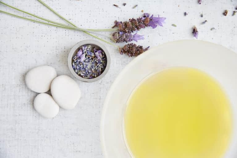 Spiritual Essential Oils That Will Calm You Mind, Body & Soul