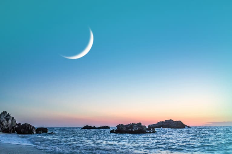 The Zodiac's Cancer Rules Family, Finances, & Gut Health (Seriously): Here's How To Tap Into The Healing Power Of The Cancer New Moon