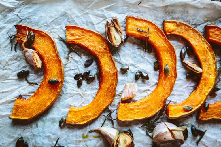 The Inflammation-Reducing Sage & Walnut Roasted Butternut Squash Everyone At Thanksgiving Will Be Addicted To
