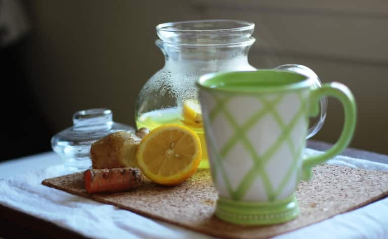 A Detoxifying Turmeric Tea To Relieve Inflammation