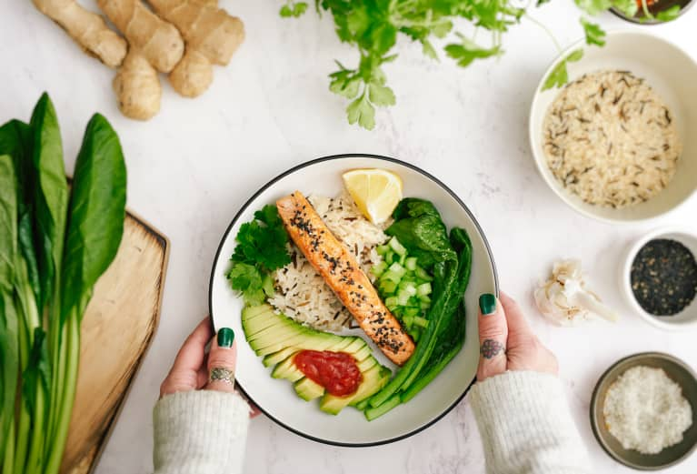 What This Holistic Psychologist Eats In A Day To Boost Mood & Ease Stress
