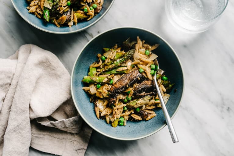 emon orzo pasta with portabello mushrooms, asparagus, peas and leeks