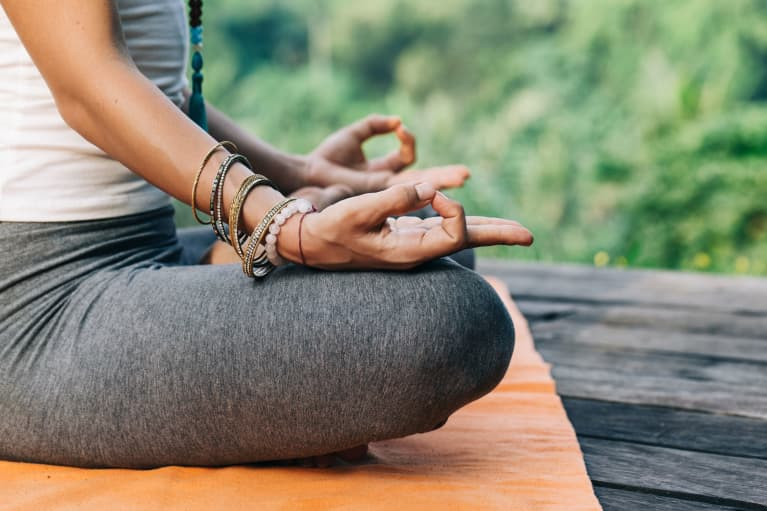 7 Ways to Be More Present in 2020 — Even If You Have No Clue How to Meditate