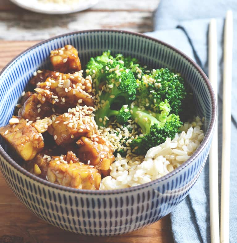 Faster Than Delivery: Make This Gut-Healthy Sesame Tempeh + Broccoli