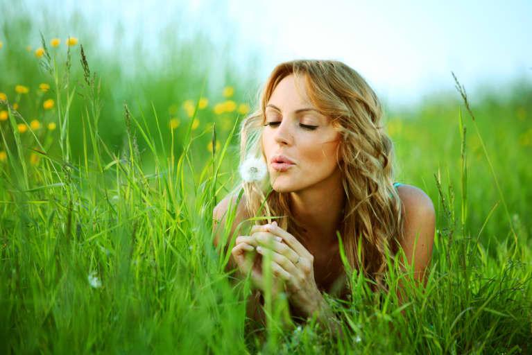 15 Natural Ways To Maintain Beautiful, Youthful Skin