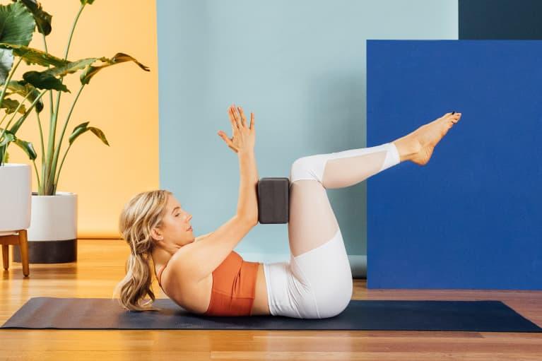 Amanda Quadrini Doing a Tabletop Hold with Yoga Blocks