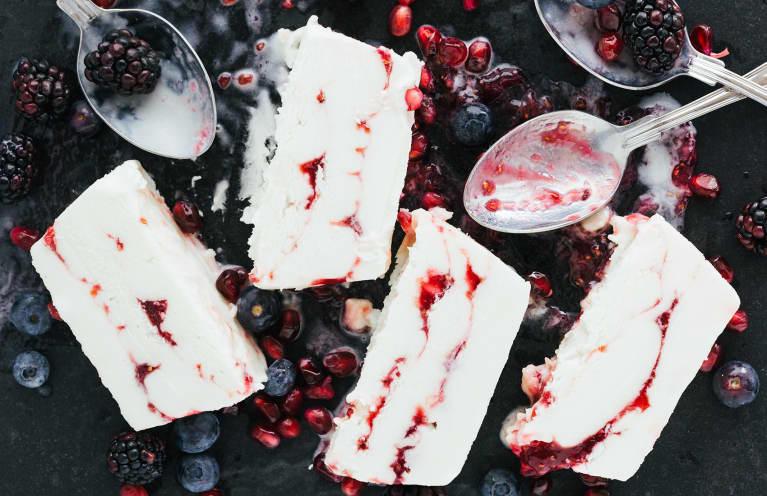 This RD's Satisfying 4-Ingredient Dessert Is Rich In Antioxidants & Protein