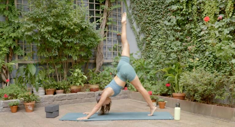 Need A Reset? Here's An Earth-Inspired Yoga Flow That You Can Do Outside