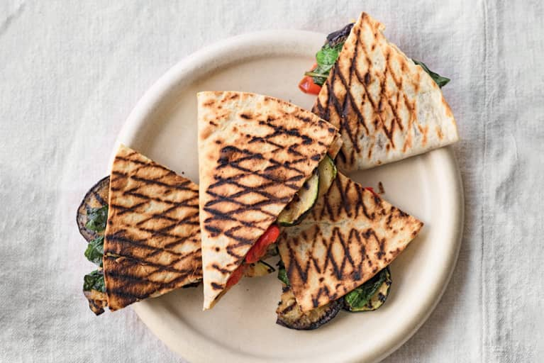 This Healthier Veggie-Packed Flatbread Sandwich Will Keep You Full All Afternoon